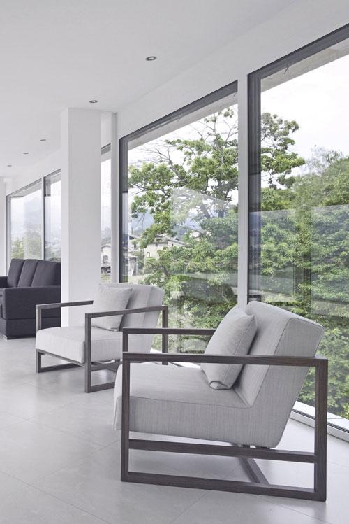 Πόρτες & παράθυρα σε συνθετικό, αλουμίνιο, ξύλο.
